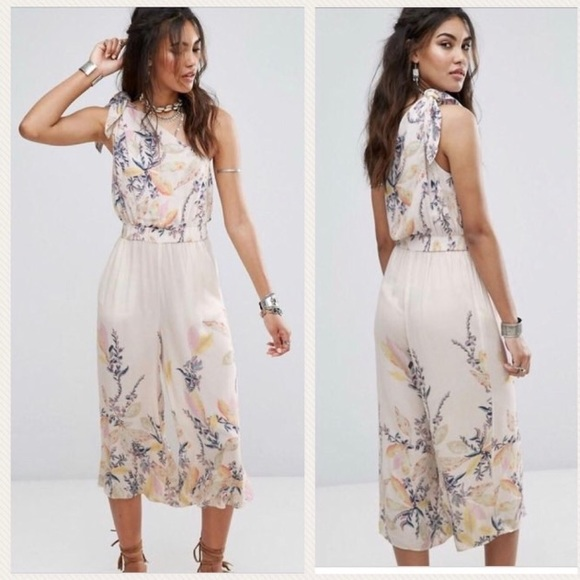 5aebb42a3f7 Free People • Island Time Floral Jumpsuit New
